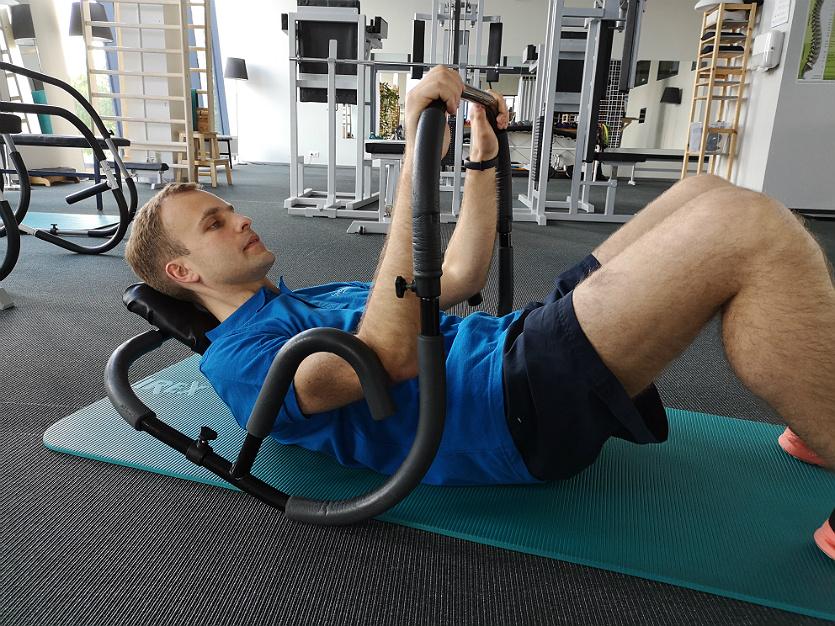"""Su pilvo preso treniruokliu sportuojančio """"Sveikatos salos"""" kliento Aleksandro nuotrauka"""