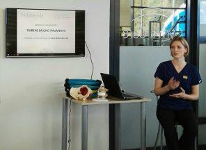 Nuotraukoje: Ieva Adomėnienė kalba apie dubens dugno raumenis